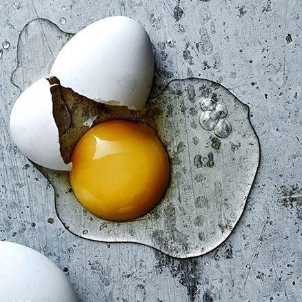 Trẻ hòa làn da với lòng trắng trứng gà