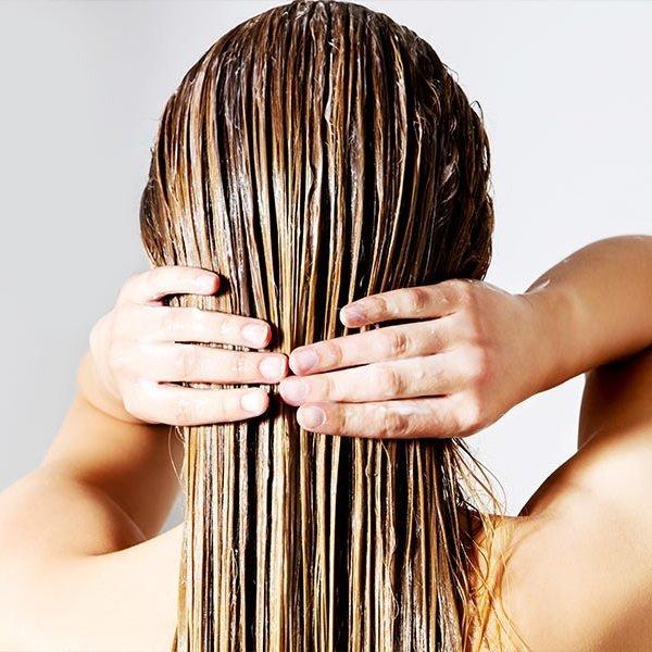 làm mượt tóc bằng dầu dừa