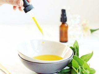 """Cách """"thuần hoá"""" mái tóc xoăn bằng dầu olive"""