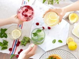 Thay vì nước ngọt, sao không thử 3 loại nước detox đẹp da, trị mụn thải độc cơ thể Tết này?