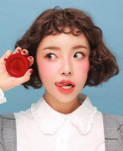 Cách đánh má hồng cho bạn gái mặt tròn thêm xinh
