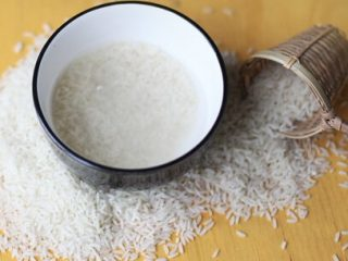 Làm đẹp đón Tết: Bạn đã biết cách làm mượt tóc bằng nước vo gạo?