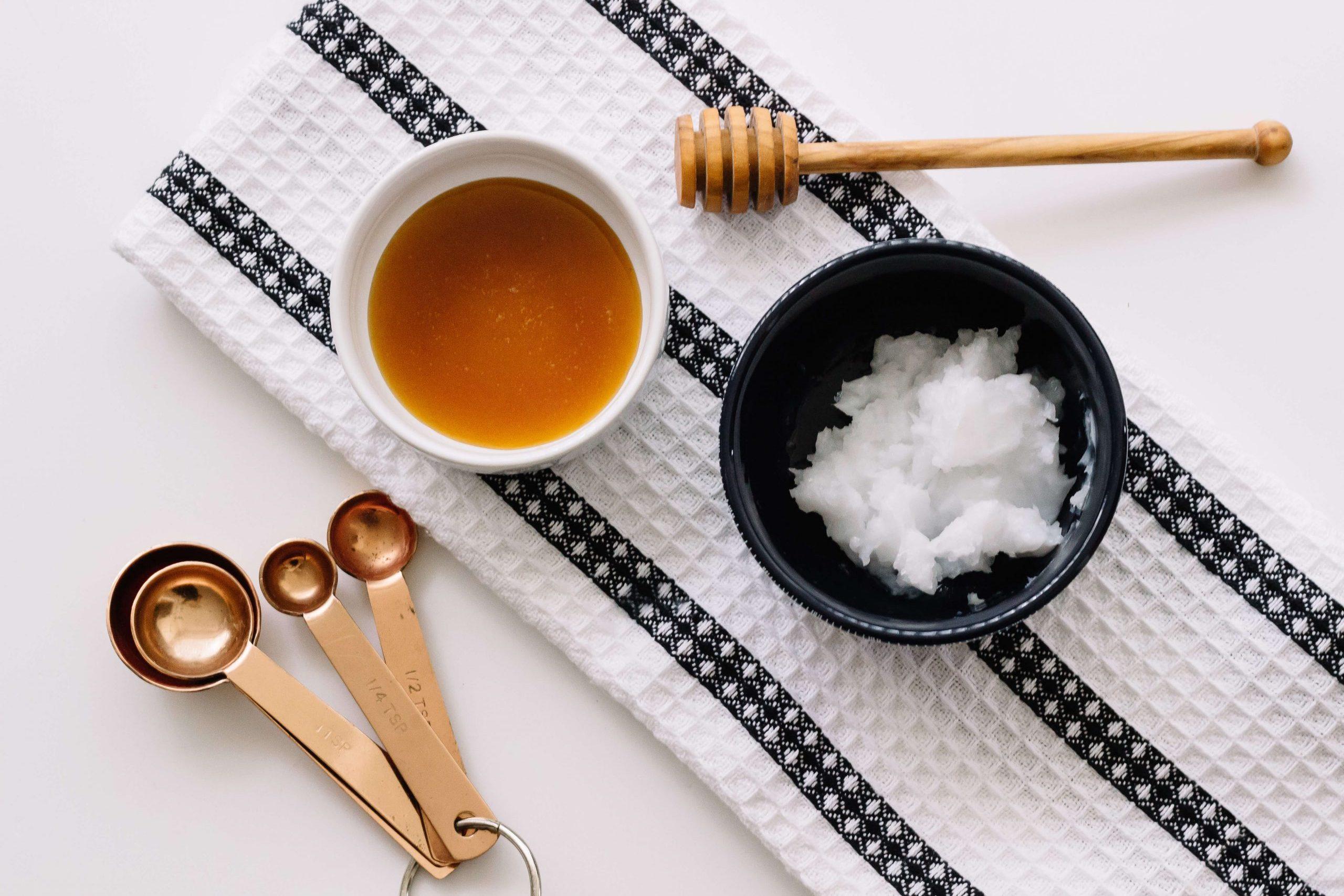 kem dưỡng da mặt tại nhà với dầu dừa