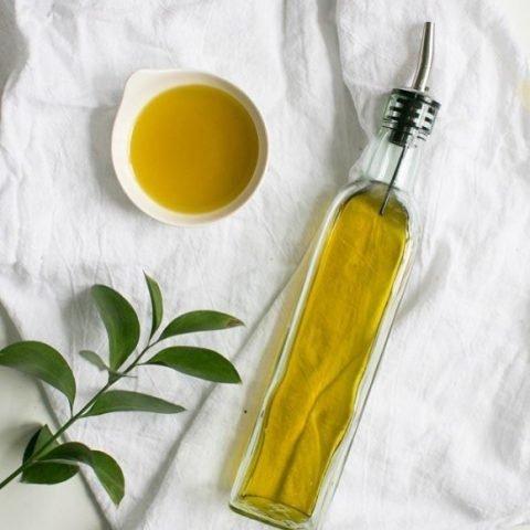 6 loại tinh dầu dưỡng ẩm từ thiên nhiên tốt nhất được khuyên dùng