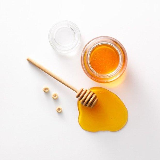 Dùng mật ong tẩy trang không cần nước tẩy trang