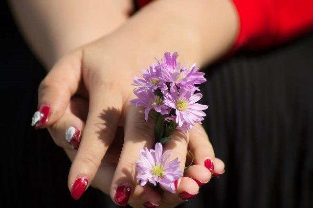Mùa Tết này, móng tay hình hoa cỏ đã trở lại và lợi hại hơn xưa!