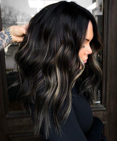 Nếu yêu tóc đen truyền thống nhưng vẫn muốn nổi bật, hãy chọn các màu highlight sau!