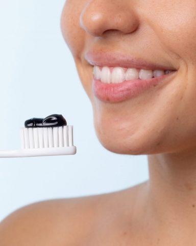 Tẩy tế bào chết cho môi bằng kem đánh răng có thực sự hiệu quả?