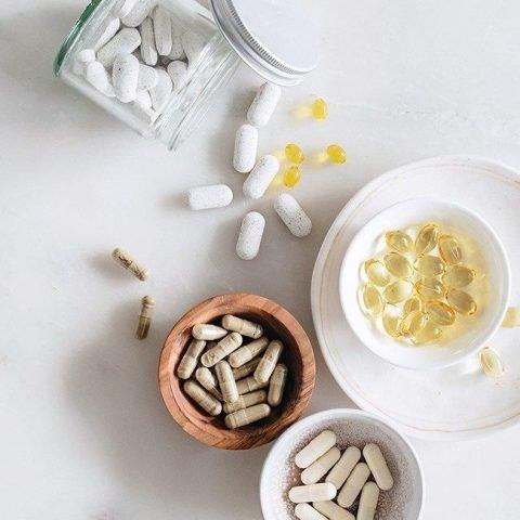 Vì sao da bạn bóng dầu? Thuốc uống kiềm dầu có thật sự hiệu quả như lời đồn?