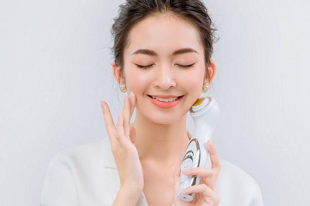 5 bài tập massage thon gọn mặt đón Tết