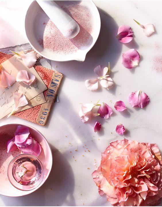Bạn đã biết hết tác dụng của hoa hồng với chu trình làm đẹp của mình chưa?