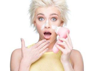 """Đảm bảo thế nào bạn cũng mắc phải 1 trong 5 thói quen làm sạch da mặt """"sai lè"""" sau"""