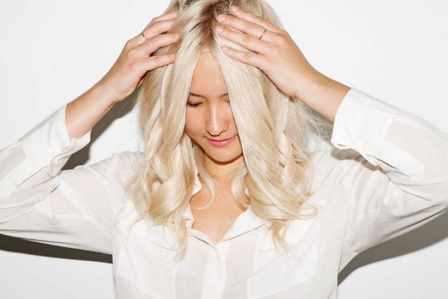 Nhuộm tóc bao lâu thì mới nên gội đầu & gội như thế nào cho bền màu?