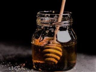 """Đây là lí do vì sao mật ong là """"khắc tinh"""" của mụn ẩn"""