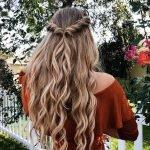 Boho girl chắc chắn sẽ không thể bỏ qua cách tạo kiểu cho các kiểu tóc uốn đuôi sau rồi!