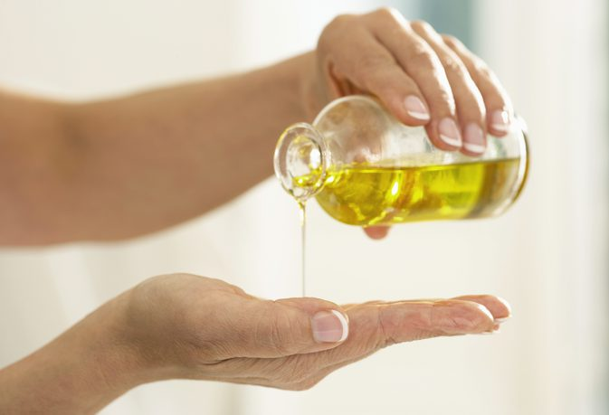 Dùng tinh dầu để trị mụn, bạn đã thử bao giờ chưa?