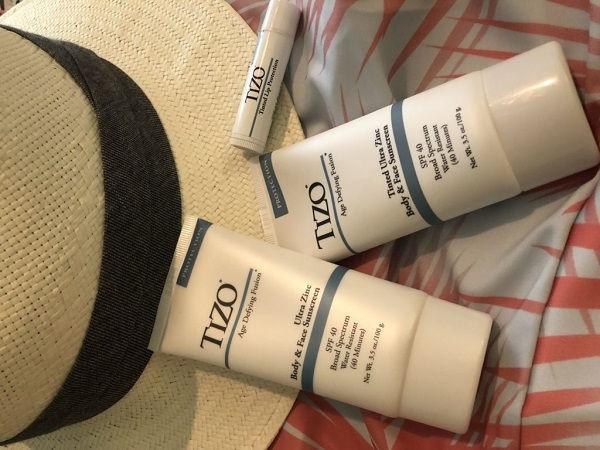 Kem chống nắng che khuyết điểm TIZO3 Tinted Facial Mineral SPF 40