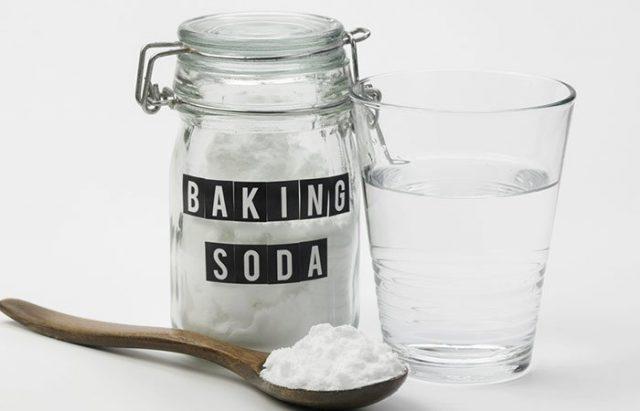 Làm Trắng Răng Bằng Baking Soda và Muối