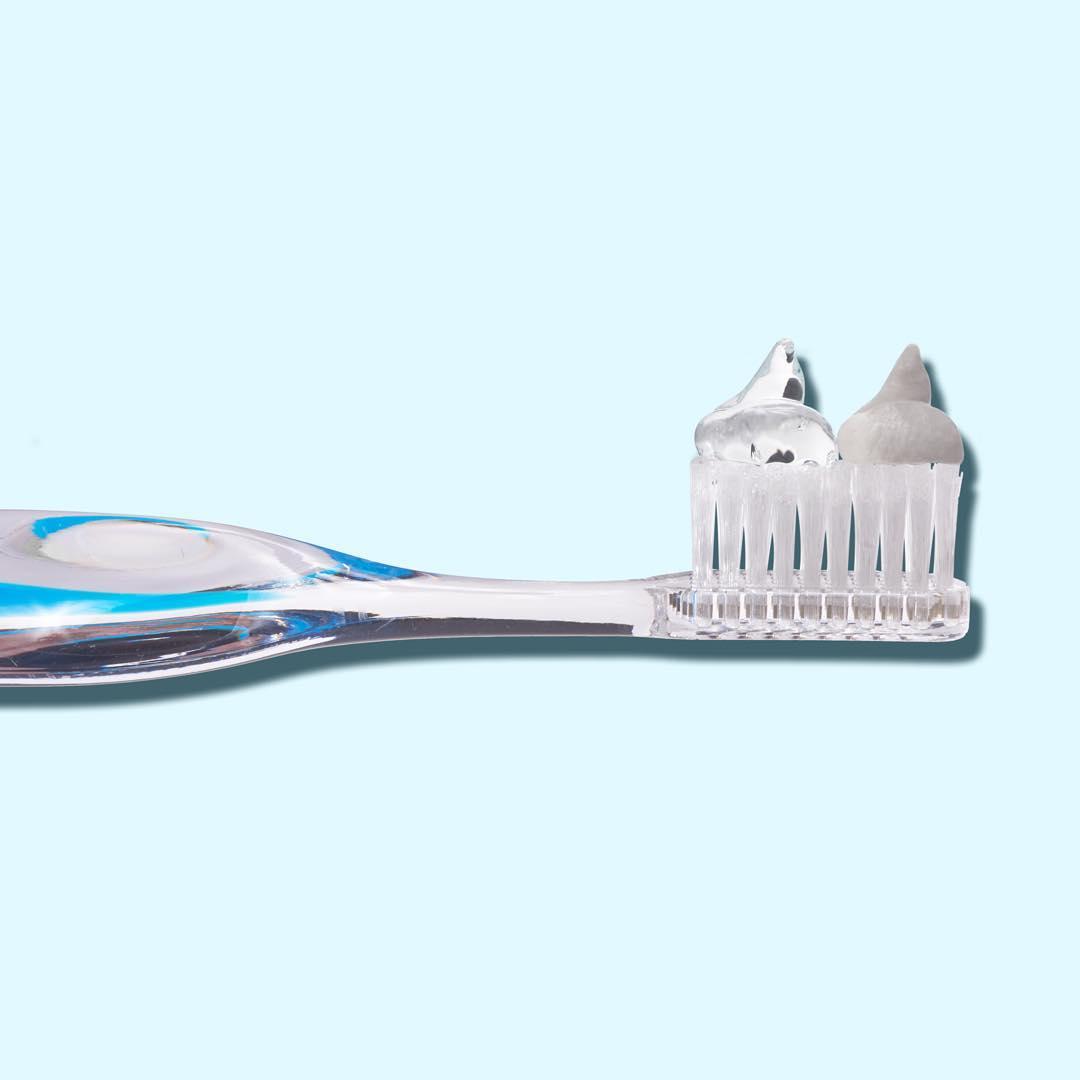 Lưu ý gì khi sử dụng miếng dán trắng răng?