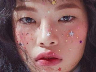 Makeup tàn nhang kim tuyến – xu hướng không thể thiếu của lễ hội mùa hè