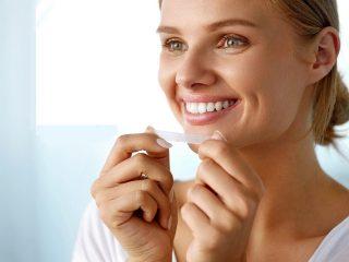 Miếng dán trắng răng là gì: Nên dùng loại nào tốt nhất & Cách sử dụng đúng