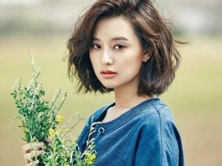 Trend tóc xoăn rối và tóc uốn đuôi ngang vai: combo hoàn hảo cho cô nàng mê đẹp tự nhiên