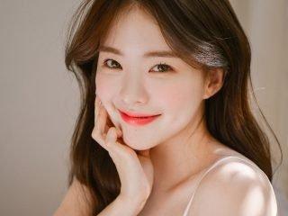 Skin tint – kem nền dạng lỏng Hàn Quốc vừa nhẹ mặt vừa cho làn da căng bóng đúng chuẩn Ulzzang