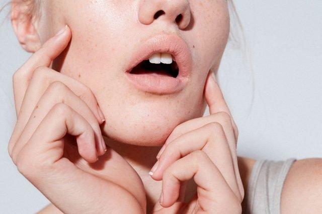 Mẹo đơn giản để kiểm tra độ ẩm cho da ngay tại nhà