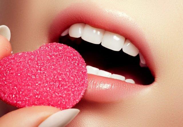 4 công thức tẩy tế bào chết môi DIY cực dễ làm cho đôi môi mềm mại khó cưỡng