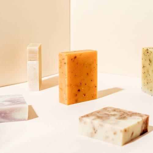 Sữa tắm vs. Xà bông – Ai thân thiện với làn da hơn?