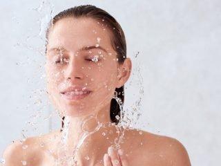 Rửa mặt sai cách cũng chính là nguyên nhân khiến làn da bị lão hoá nhanh chóng!
