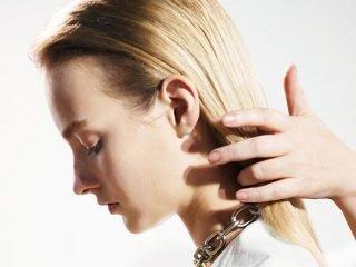 3 kiểu buộc tóc dài thẳng đơn giản mà thu hút đến diệu kỳ