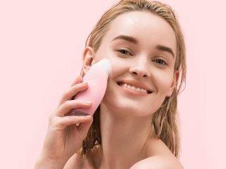 Có nhất thiết phải dùng dụng cụ rửa mặt? Hay chỉ là chiêu trò marketing?