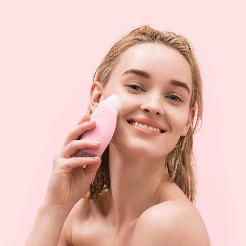 List 5 dòng sữa rửa mặt cho da nhạy cảm được săn lùng nhiều nhất hiện nay