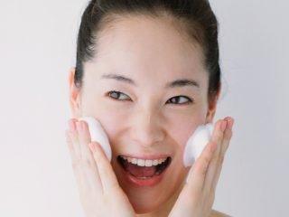 """5 sai lầm khi rửa mặt khiến da bạn """"càng chăm càng xấu"""""""