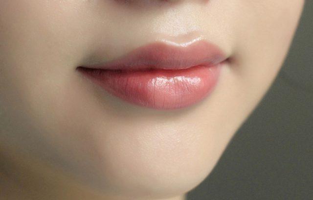 Son tint có làm thâm môi không?