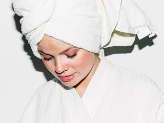 """""""Cạch mặt"""" ngay 4 thói quen vô tình làm tóc hư tổn hơn sau khi tẩy"""