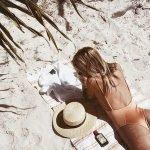 Làm cách nào phục hồi mái tóc xơ rối do tắm biển? Dễ không tưởng nhé!