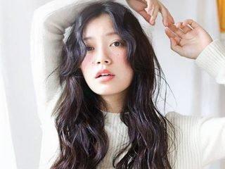 Dưỡng tóc mềm mượt hiệu quả phải kết hợp cả trong lẫn ngoài