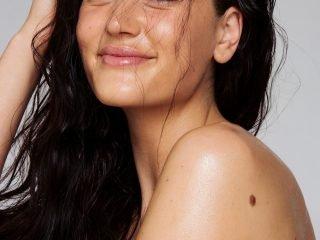 Kem ánh nhũ body – bí kíp cho bức hình bikini thêm phần thu hút