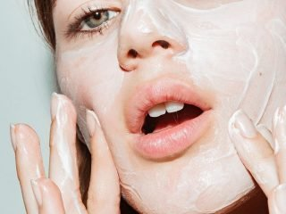 Liệu có nên dùng sữa rửa mặt tẩy tế bào chết – có cần thiết không?