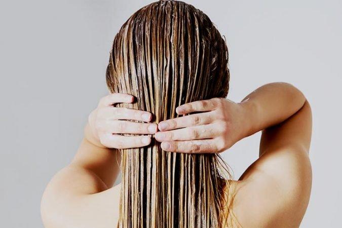 Cách chăm sóc tóc 18: Sử dụng dầu xả
