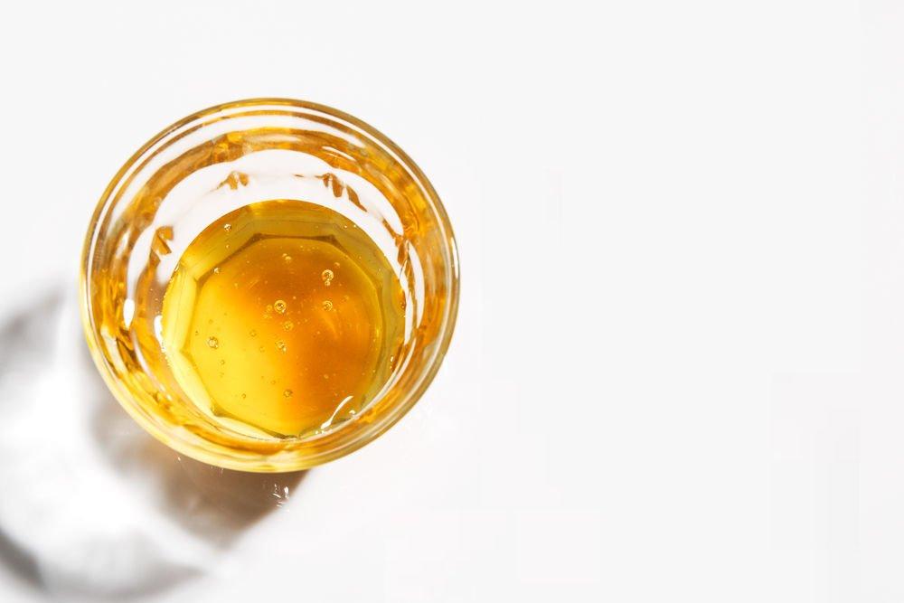 cách trị khô da tay chân bằng mật ong và dầu dừa