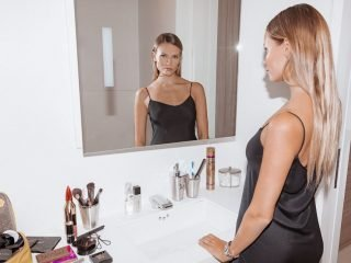 5 Bí mật trang điểm kiềm dầu cho cô nàng da nâu