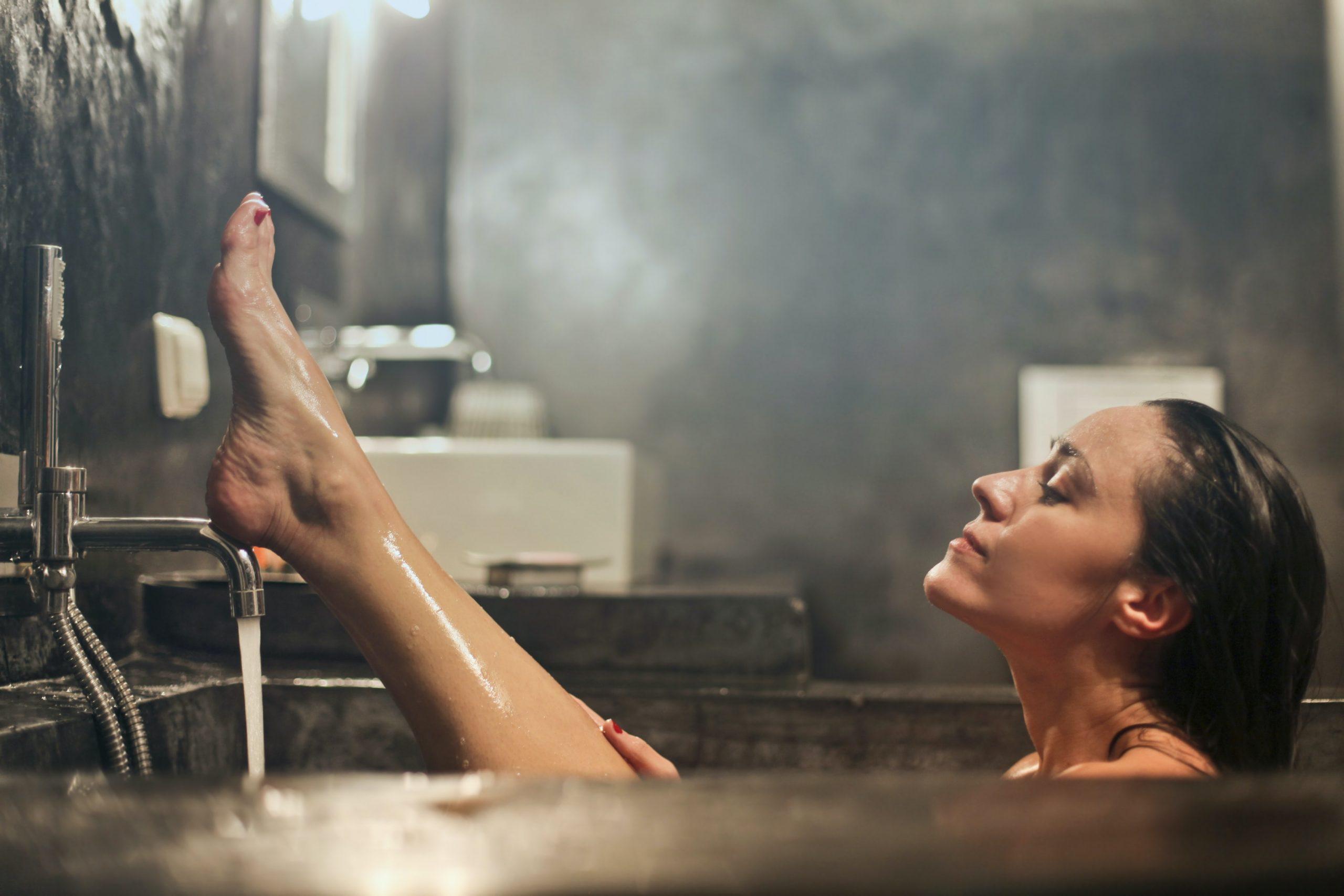 Tránh tắm nước nóng