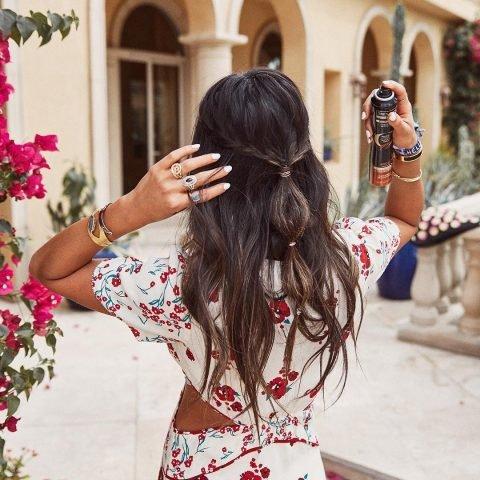 5 Lí do xịt giữ nếp tóc nên nằm trong túi phái đẹp vào những ngày hè nóng ẩm!