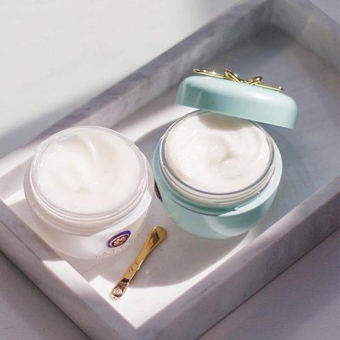 Phân biệt moisturizer và hydrating, cách sử dụng của từng loại cho phái đẹp!