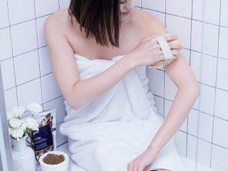 """3 """"kỹ thuật"""" chải da khô cho bạn một làn da mịn màng như ý"""
