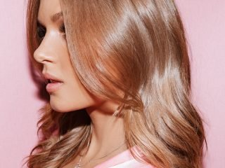 Làm điều này trước khi gội đầu sẽ giúp mái tóc của bạn bóng mượt hơn bao giờ hết