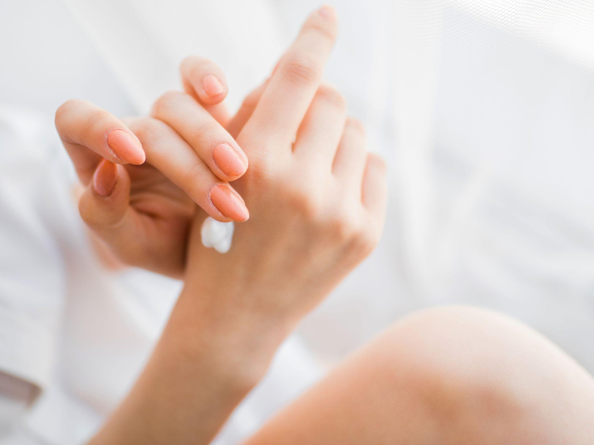 cách trị khô da tay chân hiệu quả